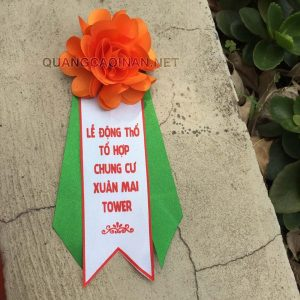 Sản xuất hoa cài áo đại biểu