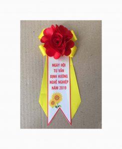 Hoa cài áo lễ kỷ niệm 10 năm